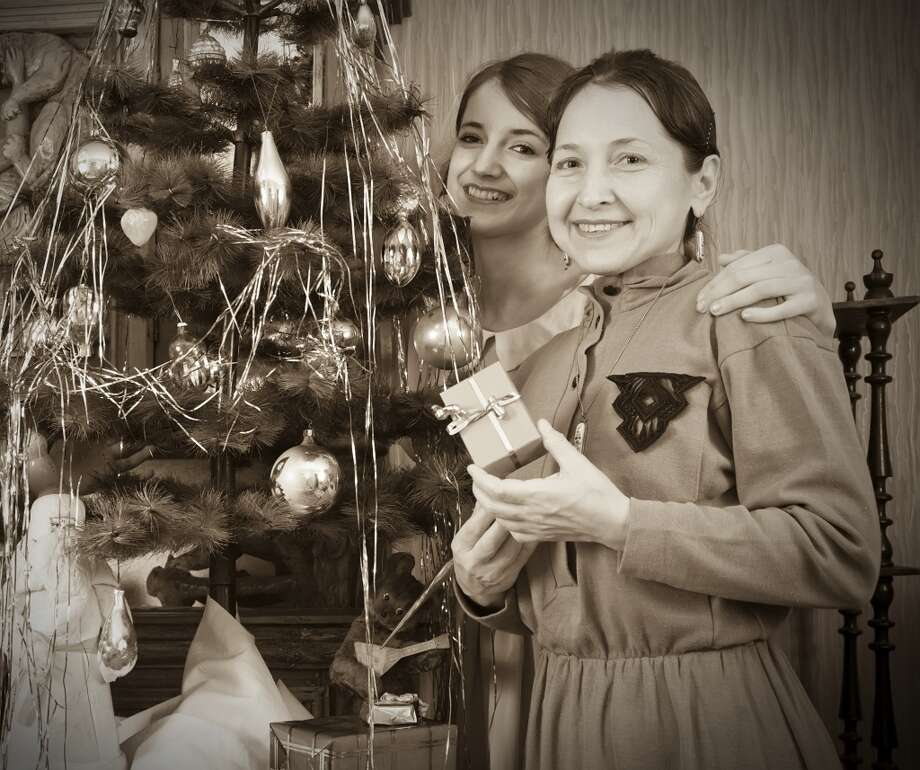 Daughter with mother near Christmas tree Photo: Iakov Filimonov, Getty Images/iStockphoto