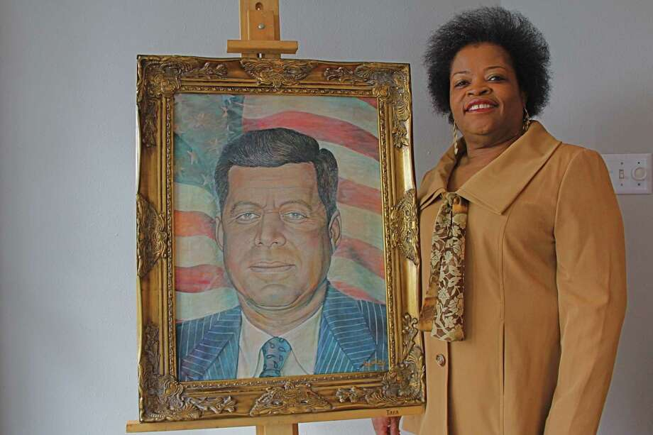 Tammie Lang Campbell, founder of the Fort Bend Honey Brown  Hope Foundation, stands beside a portrait of President John F. Kennedy painted by Missouri City artist Doyle Burley.  The foundation will pay tribute to the Kennedy at a Nov. 21 luncheon.  Tammie Lang Campbell, founder of the Fort Bend Honey Brown  Hope Foundation, stands beside a portrait of President John F. Kennedy painted by Missouri City artist Doyle Burley.  The foundation will pay tribute to the Kennedy at a Nov. 21 luncheon. Photo: Suzanne Rehak, Freelance Photographer