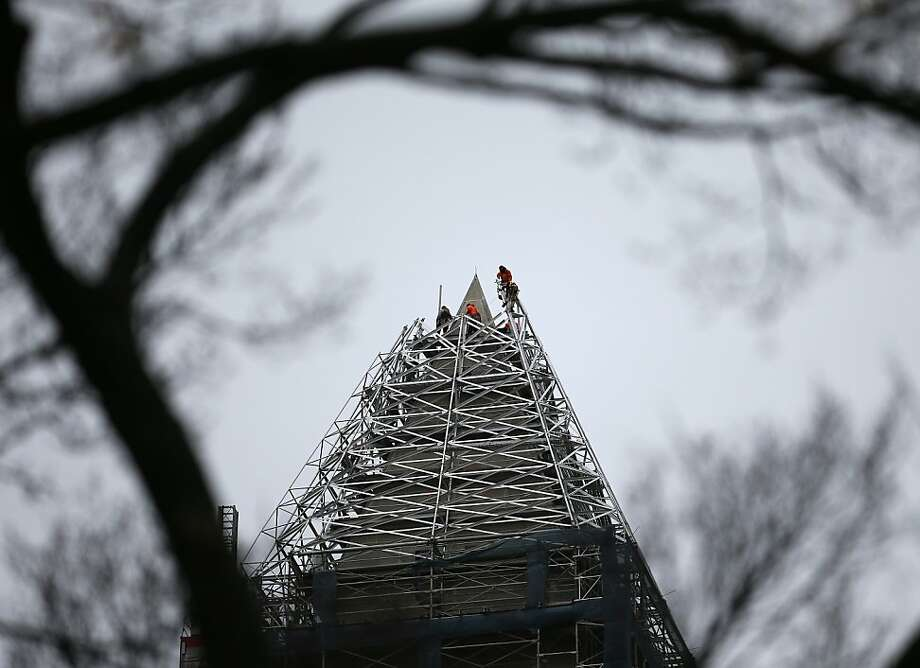 WASHINGTON, DC - NOVEMBER 12:  Workers start removing pieces of scaffolding on the Washington Monument after repairing the damage caused by the earthquake in 2011, on November 12, 2013 in Washington, DC. The National Park Service estimated repairs would cost roughly $15 million to repair large cracks in the structure.  (Photo by Mark Wilson/Getty Images) Photo: Mark Wilson, Getty Images