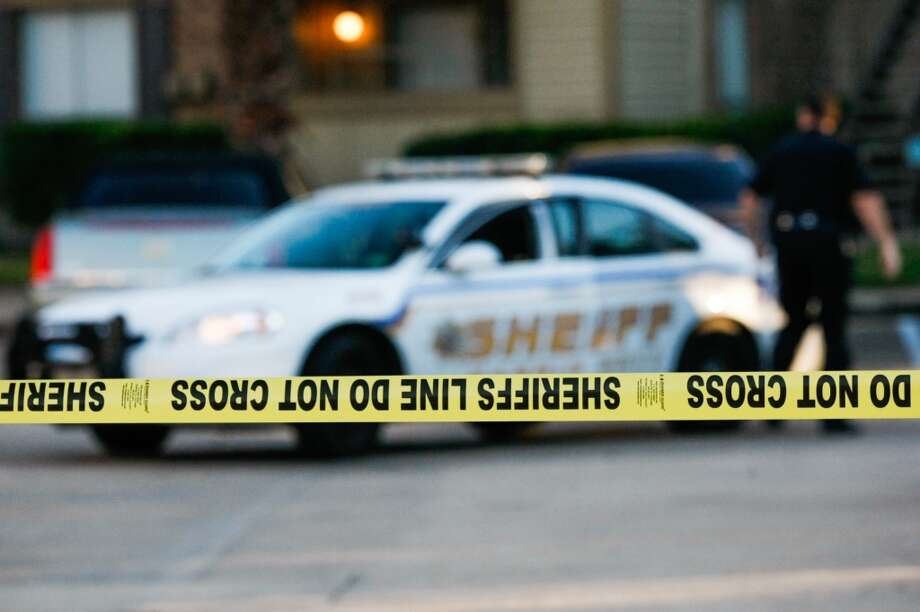 Deputies said they were dispatched to the apartment after a woman called 911 to say three men had forced their way into the apartment and shot her husband. Photo: Johnny Hanson, Houston Chronicle