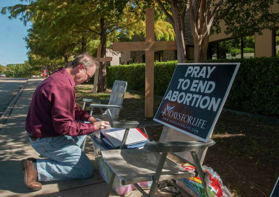 Distance growsThe number of women living more than 100 miles from an abortion clinic has increased to 1,020,000. By September, this will go to 1,335,000. Photo: Rex C. Curry, Associated Press / FR41626AP