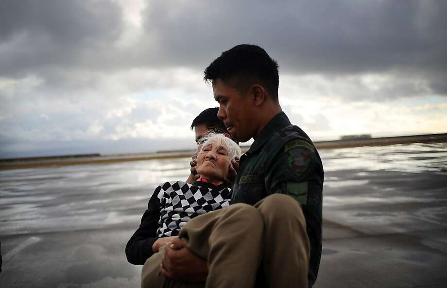 An elderly survivor of Super Typhoon Haiyan is evacuated from the airport in Tacloban, Leyte province. Photo: Wong Maye-E, Associated Press