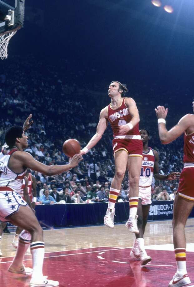 Rick Barry #4 of the Houston Rockets lays the ball up in front of Wes Unseld #41 of the Washington Bullets during a circa 1978 NBA basketball game at the Capital Center in Baltimore, Maryland. Barry played for the Rockets  from 1978 - 79. (Photo by Focus on Sport/Getty Images) Photo: Focus On Sport, Getty Images