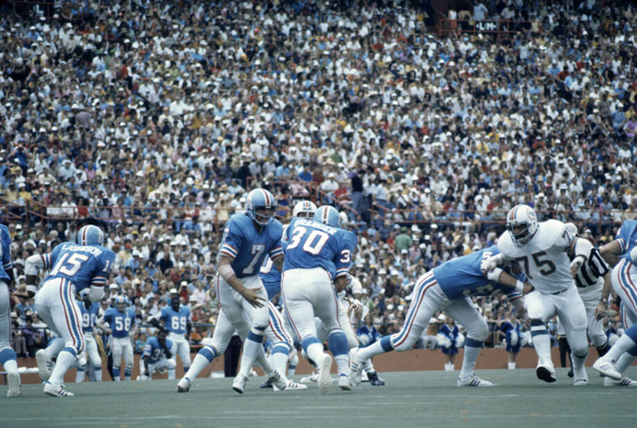 Quarterback Dan Pastorini #7 hands the ball to running back Hoyle Granger #30 of the Houston Oilers as Manny Fernandez #75 of the Miami Dolphins breaks through the line to try to stop Granger during a game on September 24, 1972 at the Orange Bowl in Miami, Florida. (Photo by: Kidwiler Collection/Diamond Images/Getty Images) Photo: Kidwiler Collection, Diamond Images/Getty Images / 1972 Diamond Images