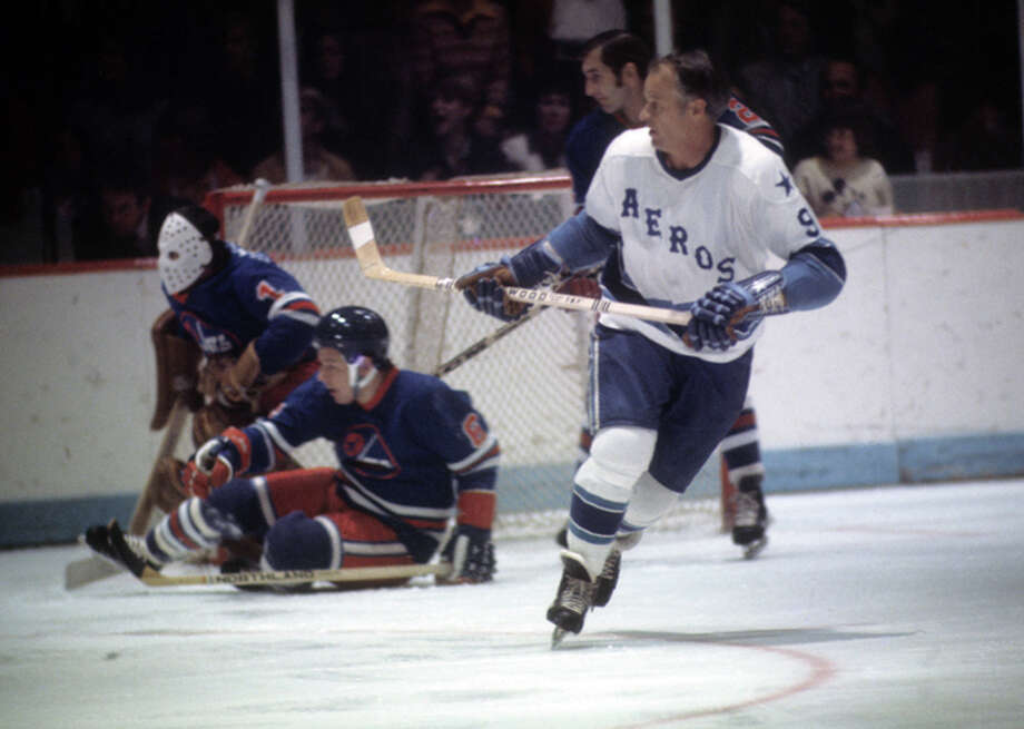 Gordie Howe #9 of the Houston Aeros skates on the ice during an WHA game against the Winnipeg Jets circa 1976 at the Summit in Houston, Texas. (Photo by Melchior DiGiacomo/Getty Images) Photo: Melchior DiGiacomo, Getty Images / 1976 Getty Images