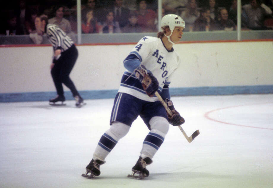 Mark Howe #4 of the Houston Aeros skates on the ice during a WHA game circa 1975 at the Summit in Houston, Texas.  (Photo by Melchior DiGiacomo/Getty Images) Photo: Melchior DiGiacomo, Getty Images / 1975 Getty Images