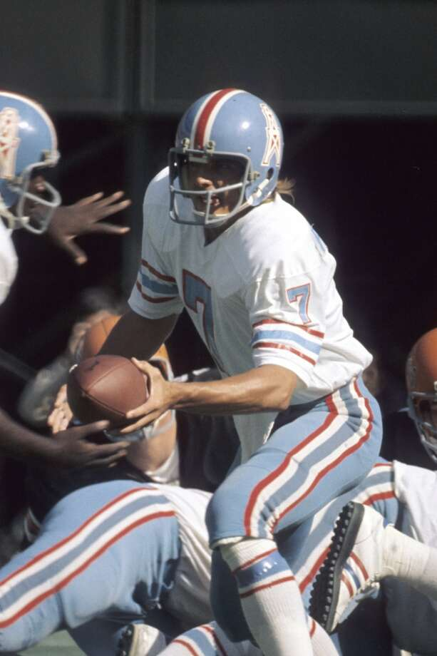 Quarterback Dan Pastorini #7 of the Houston Oilers hands the ball off during a game on October 27, 1974 against the Cincinnati Bengals at Riverfront Stadium in Cincinnati, Ohio. (Photo by: Diamond Images/Getty Images) Photo: Diamond Images, Diamond Images/Getty Images