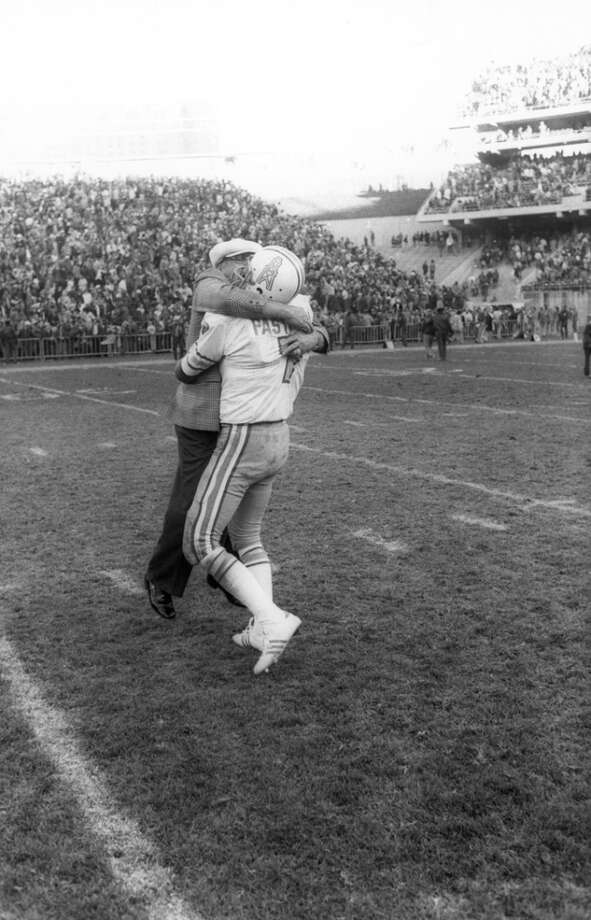Dan Pastorini #7 of the Houston Oilers hugs his father Dante following the game against the Oakland Raiders at Oakland Alameda Coliseum on December 14, 1975 in Oakland, California. The Oilers defeated the Raiders 27-26. (Photo by Michael Zagaris/Getty Images) Photo: Michael Zagaris, Getty Images