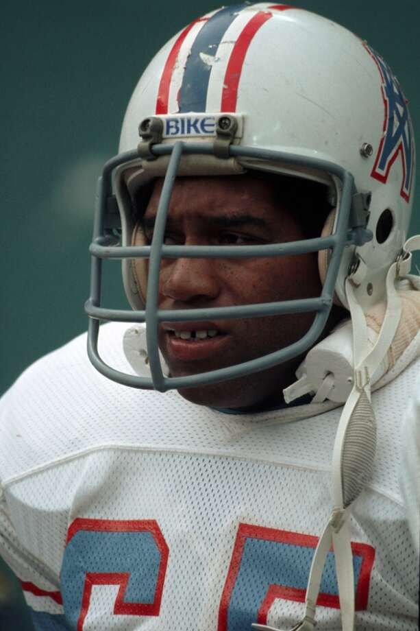 Defensive lineman Elvin Bethea #65 of the Houston Oilers on the sideline during a game against the Pittsburgh Steelers at Three Rivers Stadium on November 21, 1976 in Pittsburgh, Pennsylvania.  (Photo by George Gojkovich/Getty Images) Photo: George Gojkovich, Getty Images