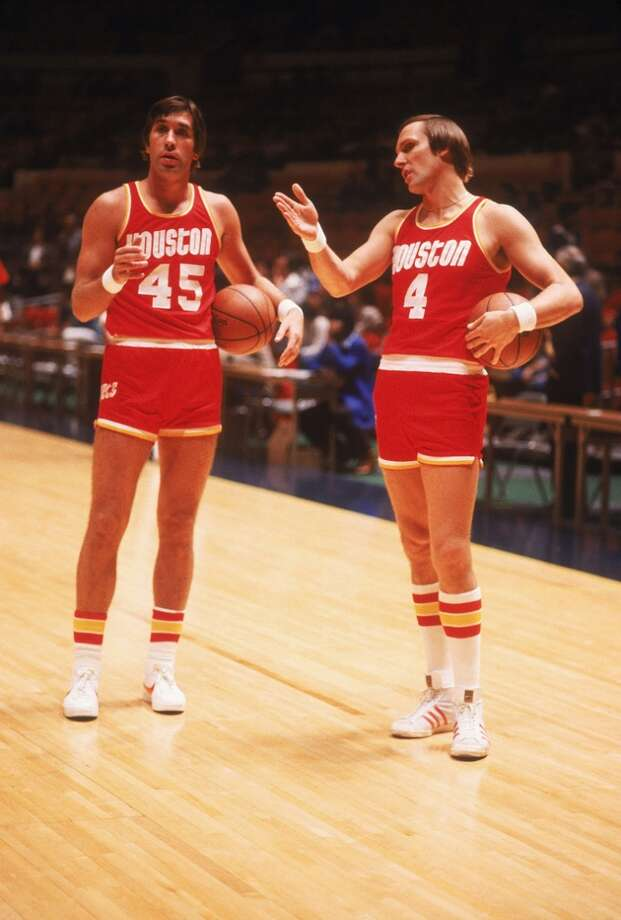 Rudy Tomjanovich of the Houston Rockets talks to teammate Rick Barry #4 on the court circa the 1970's prior to a game. (Photo by Focus on Sport/Getty Images) Photo: Focus On Sport, Focus On Sport/Getty Images