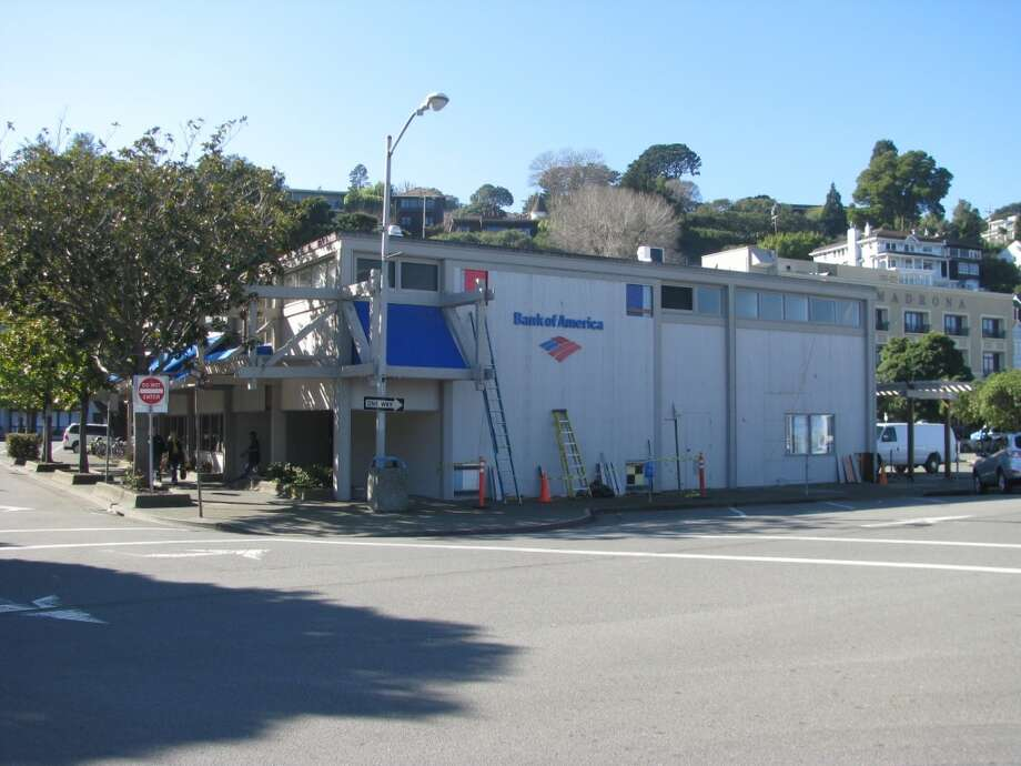 The color scheme of the BofA in the 1970s after the mural was covered up. City of Sausalito
