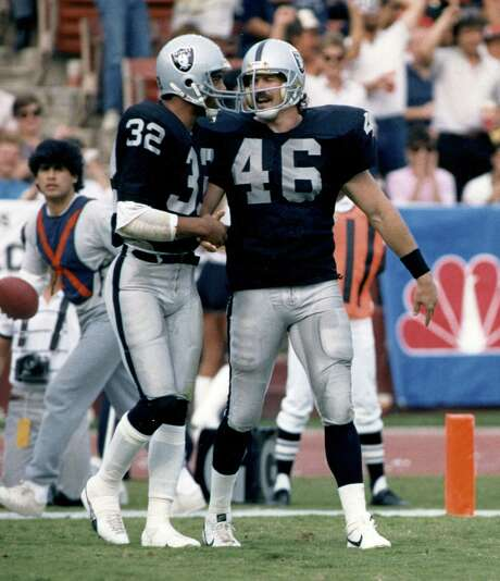 Todd Christensen (right) won Super Bowl titles with the Raiders in 1981 and 1984. Photo: Associated Press File Photo