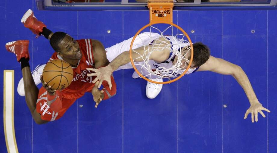Dwight Howard, left, goes up for a shot as Spencer Hawes defends. Photo: Matt Slocum, Associated Press