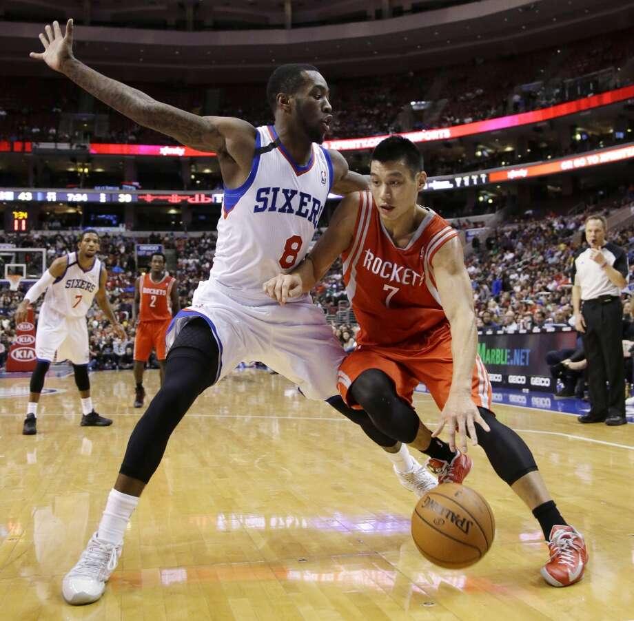 Jeremy Lin (7) tries to dribble past Tony Wroten. Photo: Matt Slocum, Associated Press