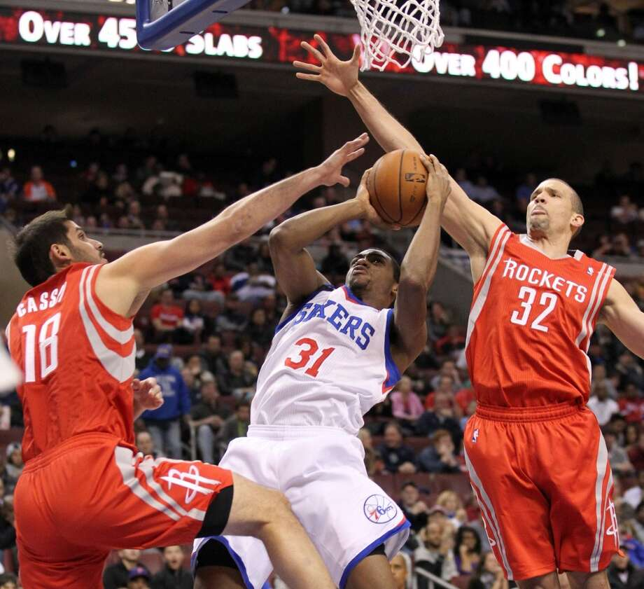Hollis Thompson of the 76ers is fouled driving to basket against Omri Casspi (18) and Francisco Garcia. Photo: Yong Kim, McClatchy-Tribune News Service
