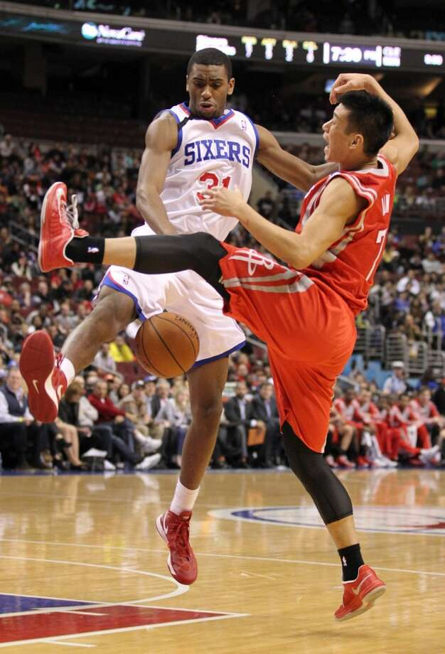 Hollis Thompson of the 76ers fouls Jeremy Lin. Photo: Yong Kim, McClatchy-Tribune News Service
