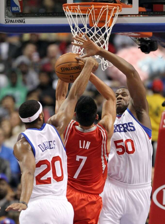 Lavoy Allen and Brandon Davies of the 76ers double-team Jeremy Lin. Photo: Yong Kim, McClatchy-Tribune News Service