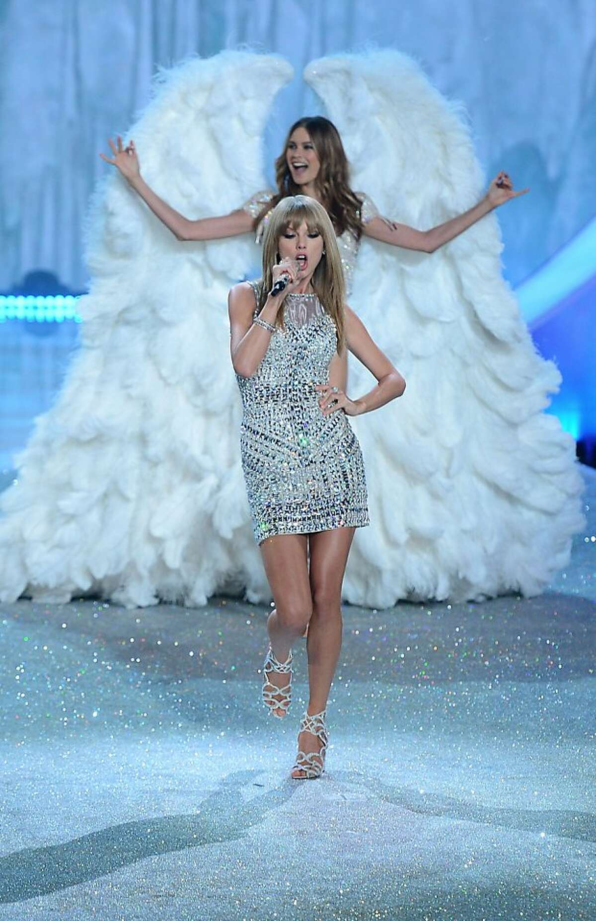 Singer Taylor Swift performs during the 2013 Victoria's Secret Fashion Show at the Lexington Avenue Armory on November 13, 2013 in New York. AFP PHOTO/Emmanuel DunandEMMANUEL DUNAND/AFP/Getty Images