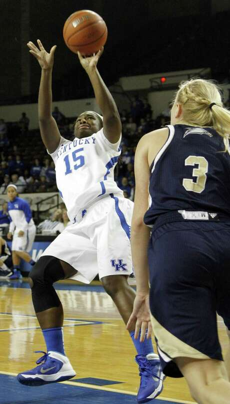 Linnae Harper (15) and No. 7 Kentucky rolled past Georgia Southern 103-38 in Lexington. Photo: James Crisp / Associated Press