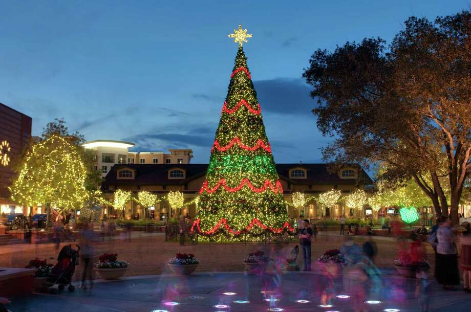 The Christmas Tree at Market Street - The Woodlands. Photo: Market Street - The Woodlands Photo / Copyright©Ted Washington