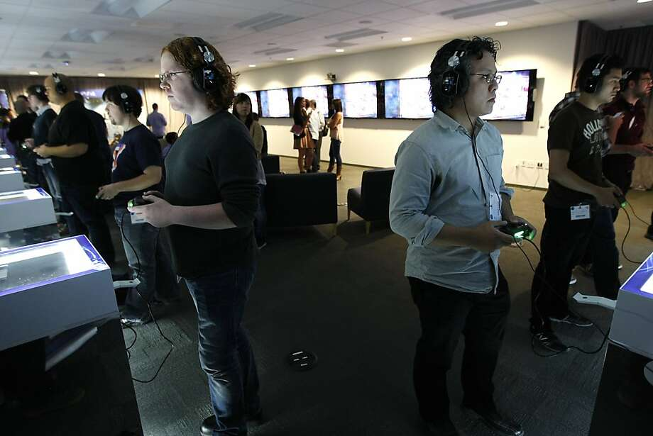 "Eric Patterson (left) of Electronic Gaming Monthly and Miguel Concepcion, reporting for Esquire, play the new ""Killzone: Shadow Fall"" game during a press tour at the PlayStation headquarters in San Mateo. Photo: Michael Short, The Chronicle"
