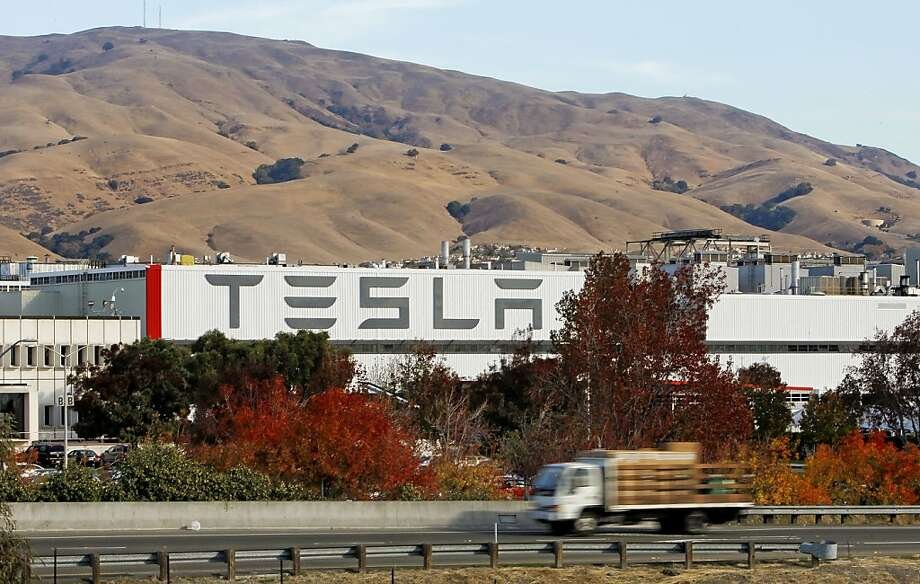 A gigantic new sign will let drivers on the freeway know Tesla is in Fremont. Photo: Michael Macor, The Chronicle