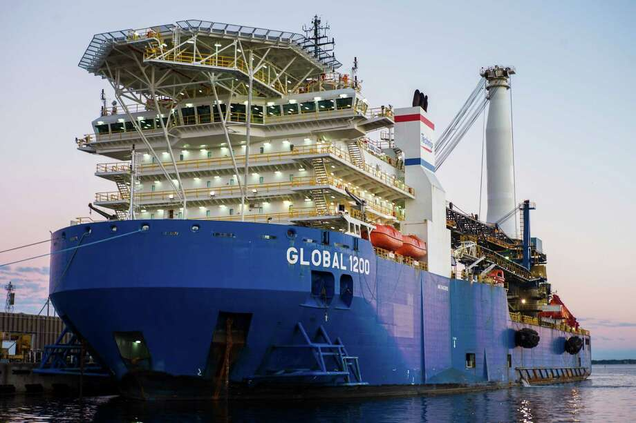 The Technip Global 1200 is a DP2 heavy lift and pipelay vessel working in the Gulf of Mexico, suitable for both deep- and shallow-water projects.