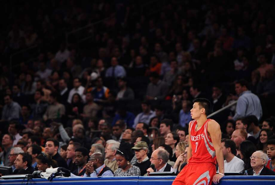 Jeremy Lin #7 of the Rockets waits to enter the game. Photo: Maddie Meyer, Getty Images