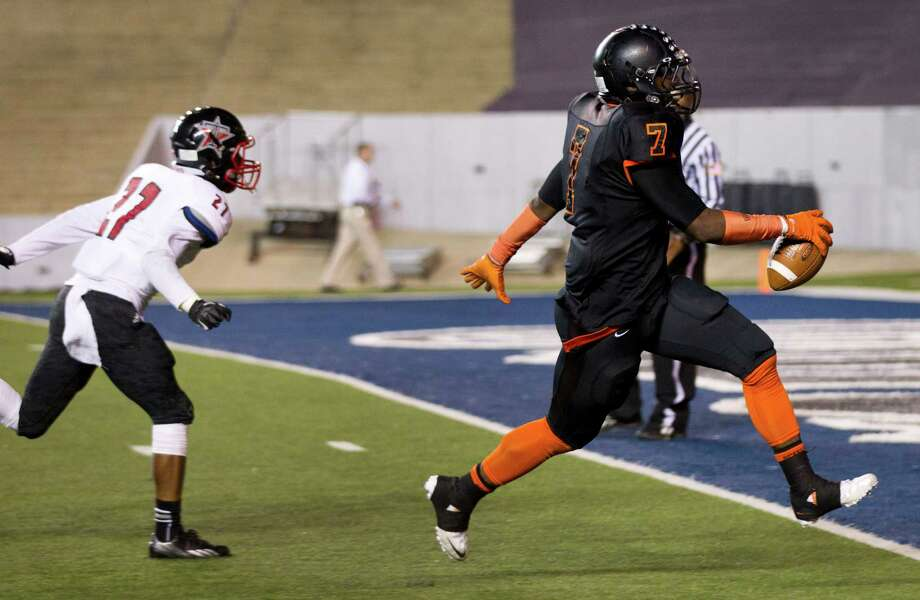 Texas City running back D'Onta Foreman (7) breaks away from Rosenberg Terry defensive back Drake James (27) for a 19-yard touchdown run during the third quarter of a Class 4A Bi-district high school playoff football game at Rice Stadium on Thursday, Nov. 14, 2013, in Houston. Photo: Brett Coomer, Houston Chronicle / © 2013  Houston Chronicle