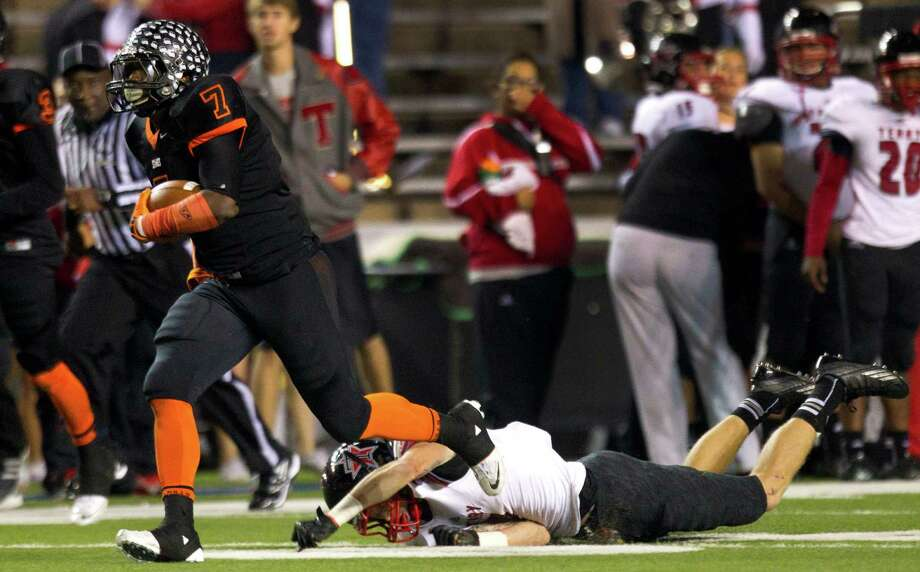 Texas City running back D'Onta Foreman (7) runs past Rosenberg Terry defensive back Neilson Williams, left, on his way to an 81-yard touchdown run during the first half of a Class 4A Bi-district high school playoff football game at Rice Stadium on Thursday, Nov. 14, 2013, in Houston. Photo: Brett Coomer, Houston Chronicle / © 2013  Houston Chronicle