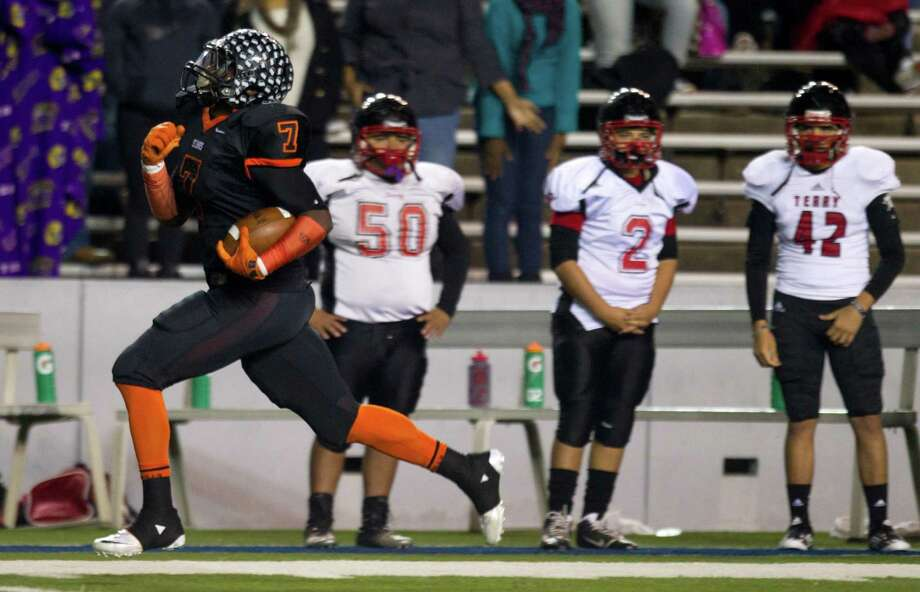 Texas City running back D'Onta Foreman (7) runs past the Rosenberg Terry bench on his way to an 81-yard touchdown run during the first half of a Class 4A Bi-district high school playoff football game at Rice Stadium on Thursday, Nov. 14, 2013, in Houston. Photo: Brett Coomer, Houston Chronicle / © 2013  Houston Chronicle