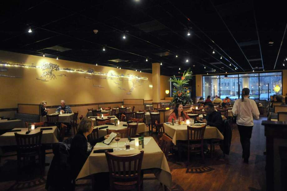 The dinning room of the Bonefish Grill at 59 Wolf Road in the former Borders books building on Thursday Nov. 7, 2013 in Colonie, N.Y. (Michael P. Farrell/Times Union) Photo: Michael P. Farrell / 00024540A