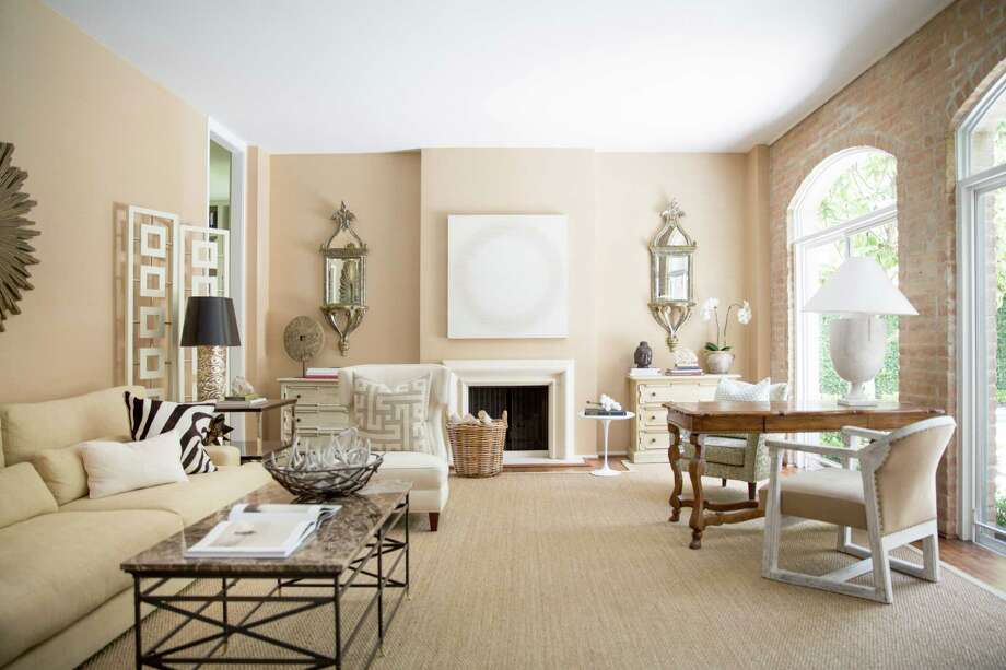 Houstonian Kristen Nix's glamorous living room is among those on the pages of Domino magazine. / ONLINE_YES