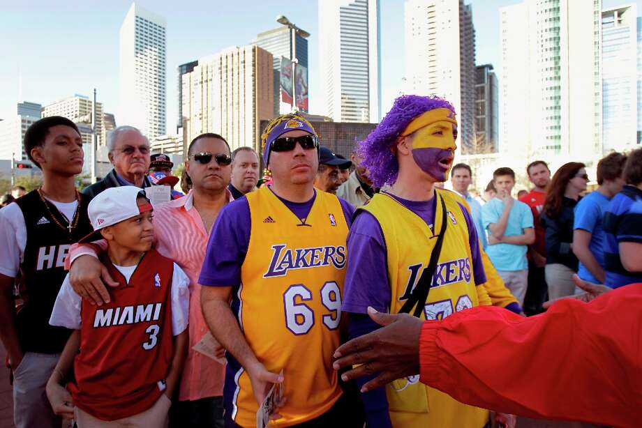 LA Lakers fans Jerome Gabaldo, center, and Loren Taya, right, both of Albuquerque, N.M wait in line to enter the game. Photo: Melissa Phillip, Chronicle / © 2013  Houston Chronicle