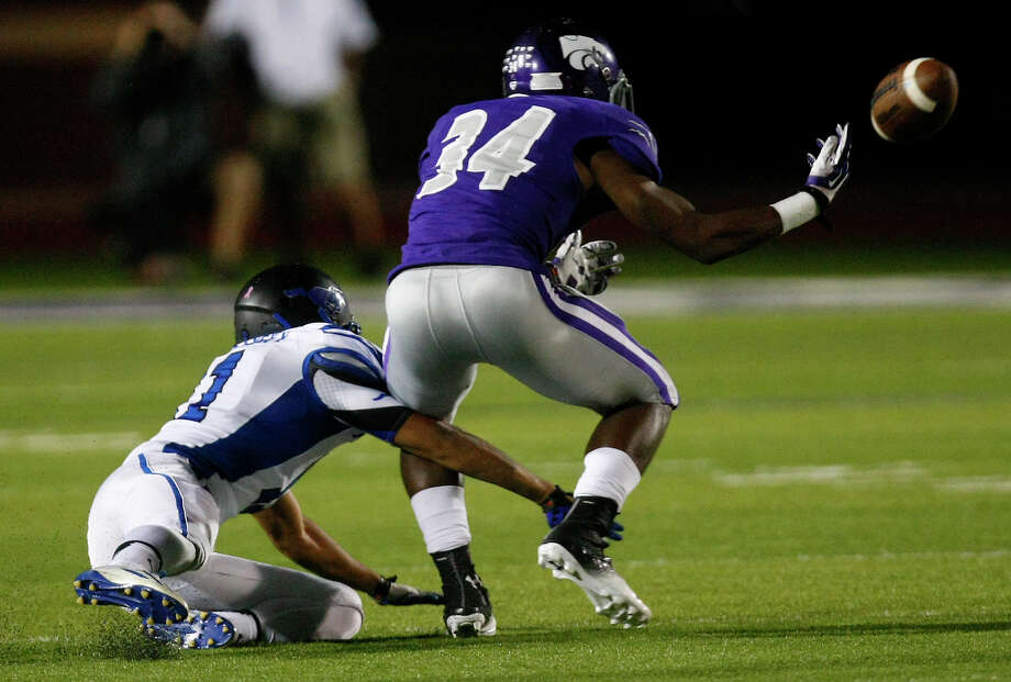 Friendswood High School's Thomas Josey, left, breaks up a pass intended for Angleton High School's Justin Lowe, during the first half of their matchup at Wildcat Stadium, Friday, Nov. 15, 2013, in Angleton. Photo: Cody Duty, Houston Chronicle / © 2013 Houston Chronicle