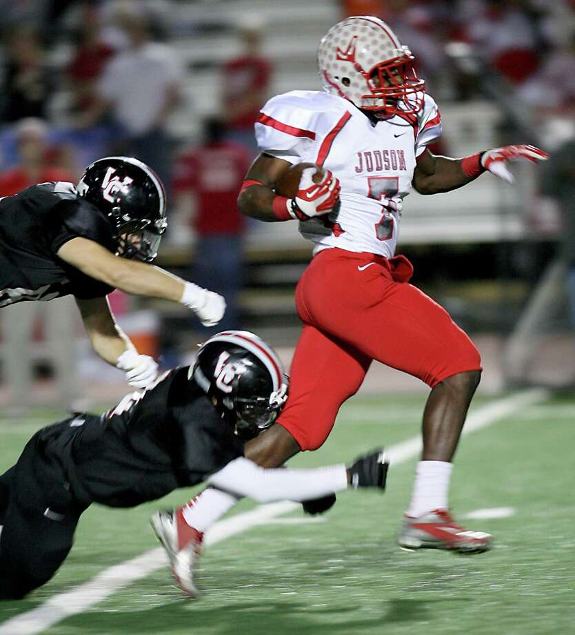 Judson High School running back Jo'von Kyle outruns Churchill defenders Nov. 15, 2013 to make the second touchdown of the game for Judson at Comalander Stadium. Photo: Cynthia Esparza, Cynthia Esparza/Special To The Express-News / For the San Antonio Express-News