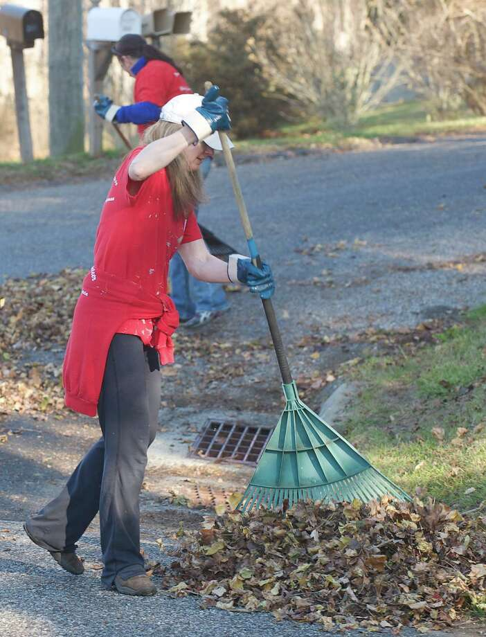 Kerry Brady, from White Plains, NY, takes part in the annual Rake n Bake in Brookfield, Conn. Started by her dad, Peter Brady, in 1998, volunteers help seniors by raking their yard in return for baked goods that are then consumed at a group lunch. Saturday November 16, 2013. She is working in a yard on Brookfield Meadows. Photo: H John Voorhees III / The News-Times Freelance