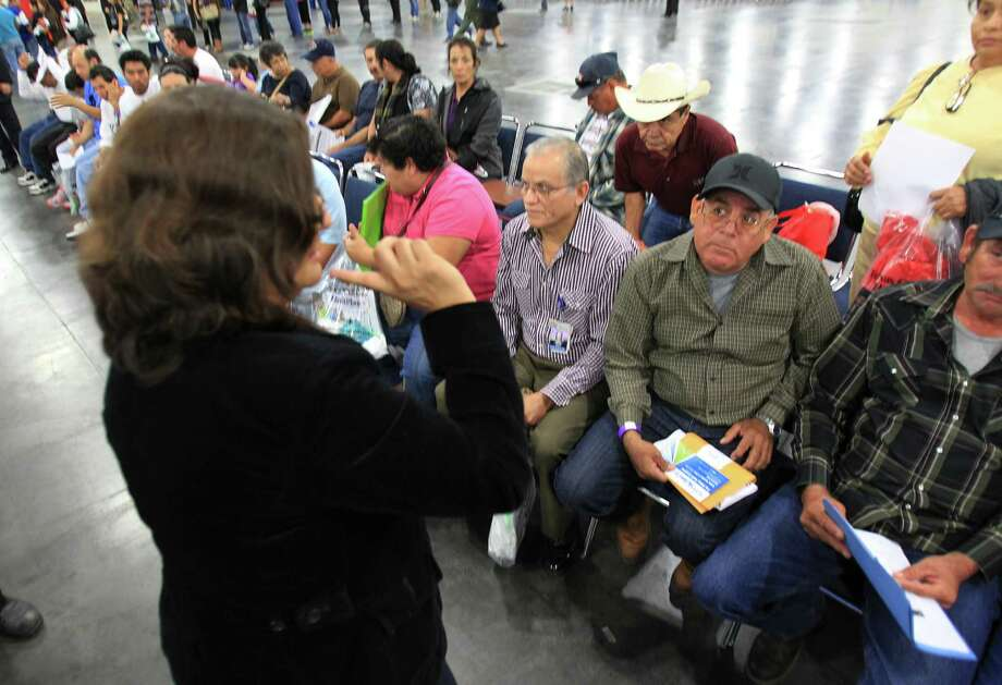 Volunteers guide uninsured through enrollment and information sessions. Photo: Mayra Beltran, Houston Chronicle / © 2013 Houston Chronicle