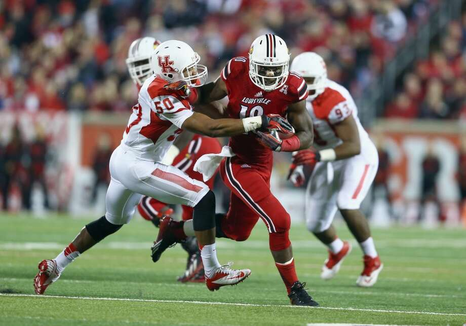 Dominique Brown #10 of the Cardinals runs with the ball while defended by Efrem Oliphant Photo: Andy Lyons, Getty Images
