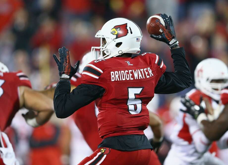 Teddy Bridgewater #5 of the Cardinals throws a pass. Photo: Andy Lyons, Getty Images
