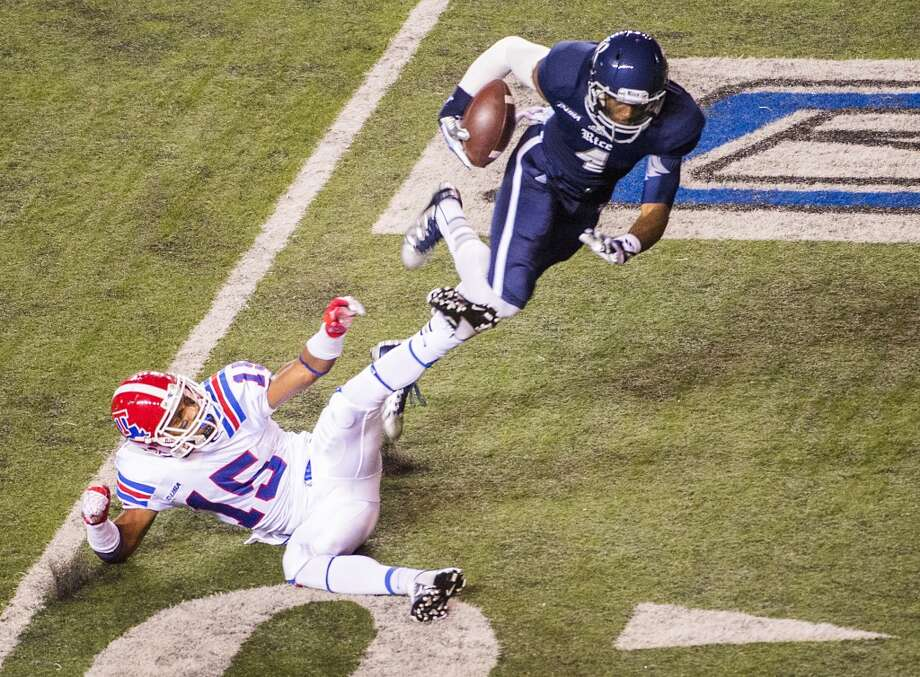 Rice wide receiver Dennis Parks (4) gets past Louisiana Tech cornerback Bryson Abraham (15) on a 41-yard touchdown reception during the first half. Photo: Smiley N. Pool, Houston Chronicle