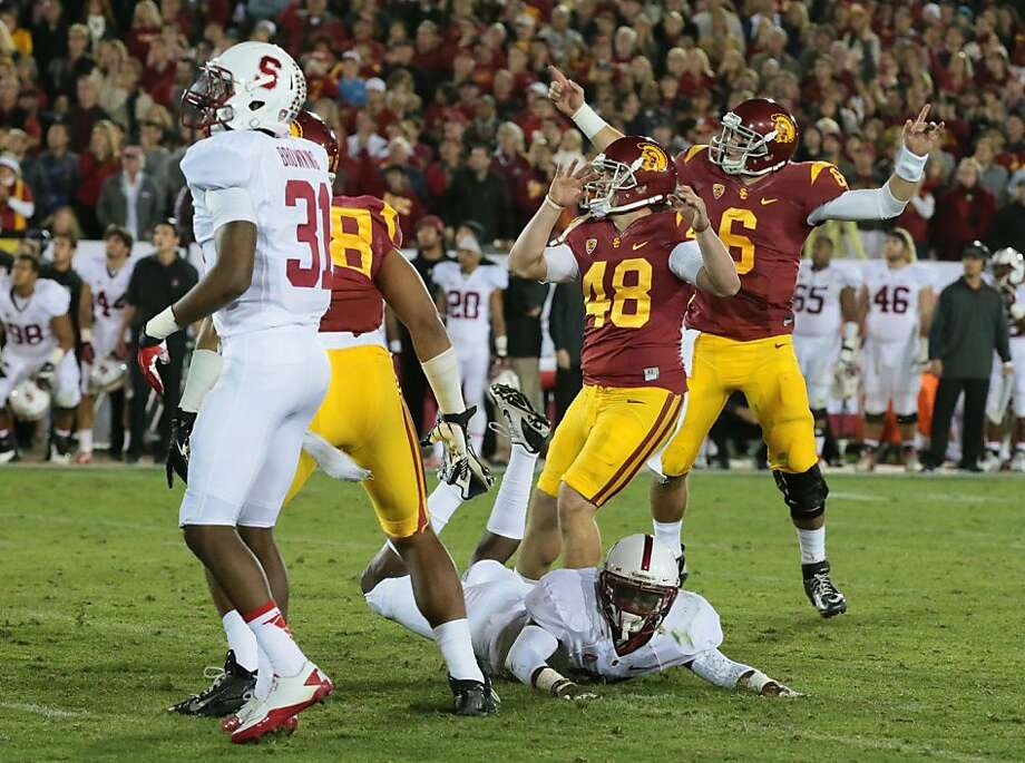 Andre Heidari (48) watches as his 47-yard kick goes through the uprights to give USC a 20-17 lead in the closing seconds. Photo: Robert Gauthier, McClatchy-Tribune News Service
