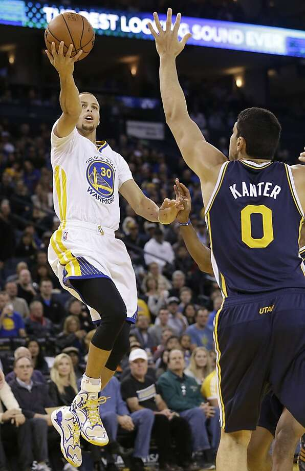 Stephen Curry shoots over Jazz center Enes Kanter in the first quarter. Photo: Jeff Chiu, Associated Press