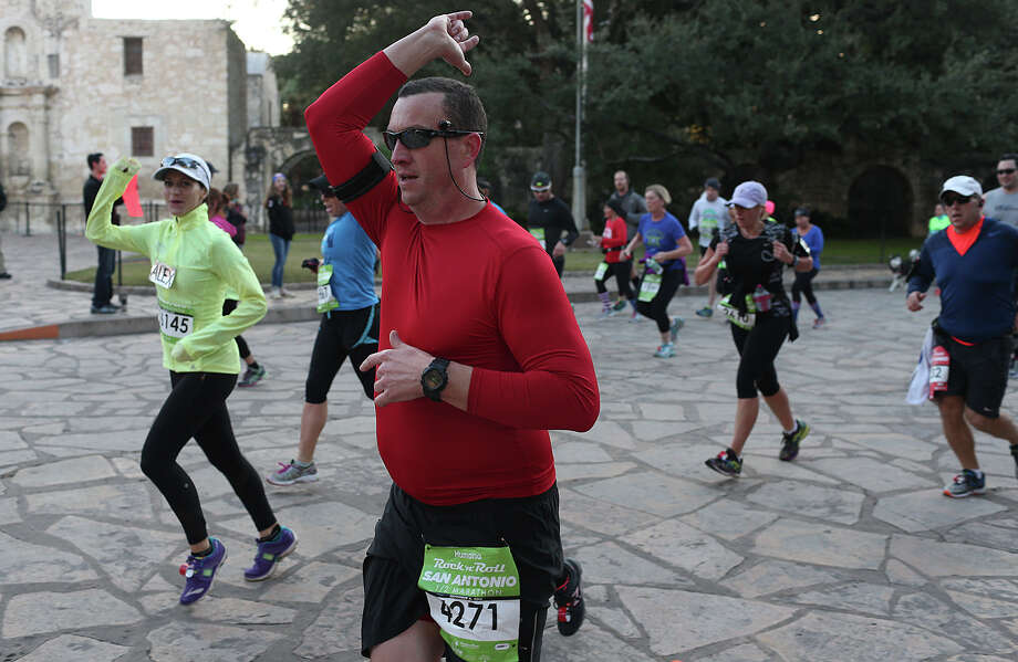 "Elly Morhr, of Round Rock, Texas, encourages runners near the 19 mile marker of the Rock ""n"" Roll San Antonio Marathon and Half Marathon, Sunday, Nov. 17, 2013. Photo: JERRY LARA, San Antonio Express-News / © 2015 San Antonio Express-News"