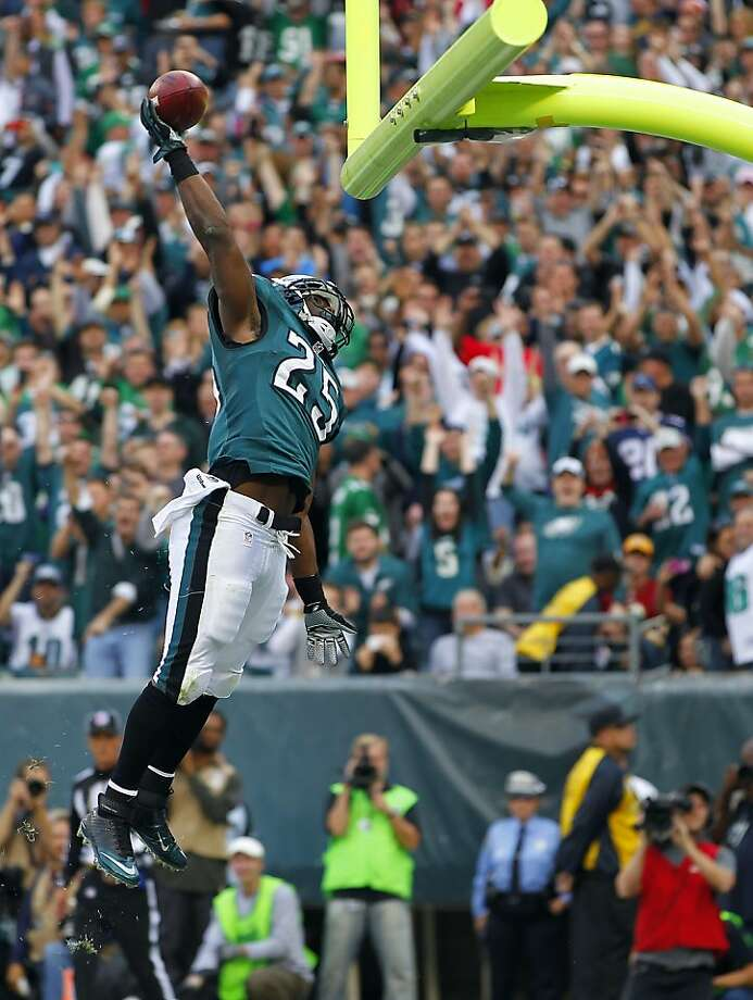 LeSean McCoy, who ran for two scores, dunks the ball over the crossbar after a 1-yard TD. Photo: Rich Schultz, Getty Images