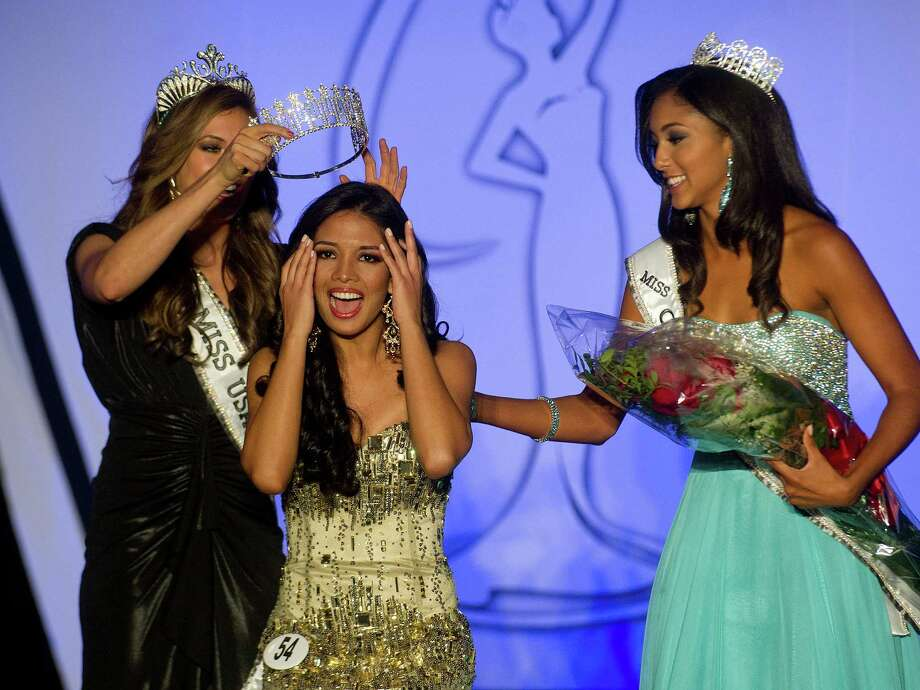 Desirée Pérez of Greenwich is crowned Miss Connecticut USA at the Stamford Marriott in Stamford, Conn., on Sunday, November 17, 2013. Photo: Lindsay Perry / Stamford Advocate
