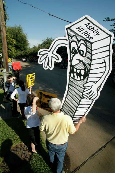 In 2007, Southampton-area residents began their protest against the proposed residential tower in their midst. Photo: Steve Ueckert, Staff / Houston Chronicle