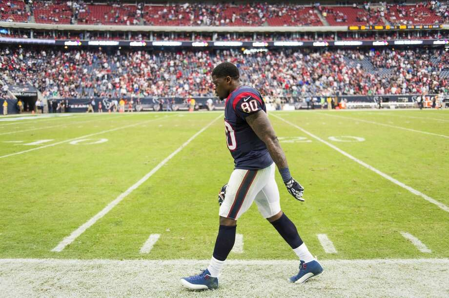 Texans wide receiver Andre Johnson walks off the field in the final minute of the game. Photo: Smiley N. Pool, Houston Chronicle