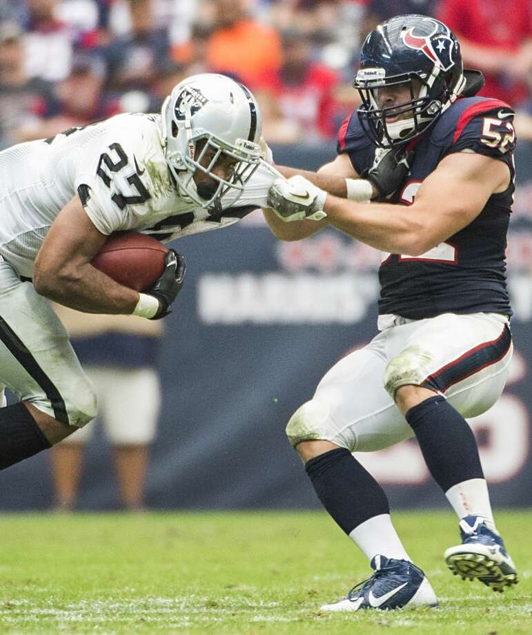 Texans linebacker Jeff Tarpinian brings down Raiders running back Rashad Jennings. Photo: Smiley N. Pool, Houston Chronicle