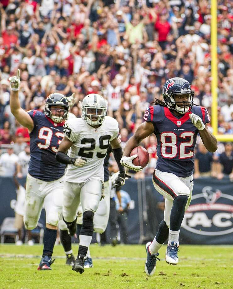 Texans wide receiver Keshawn Martin (82) returns a punt 87-yards for a touchdown during the first half. Photo: Smiley N. Pool, Houston Chronicle